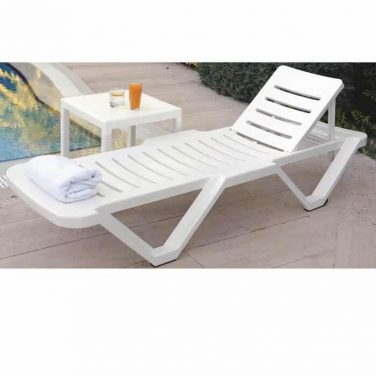 מיטת שיזוף דגם עינב עשויה מפוליפרופילן איכותי וכוללת הגנת UV